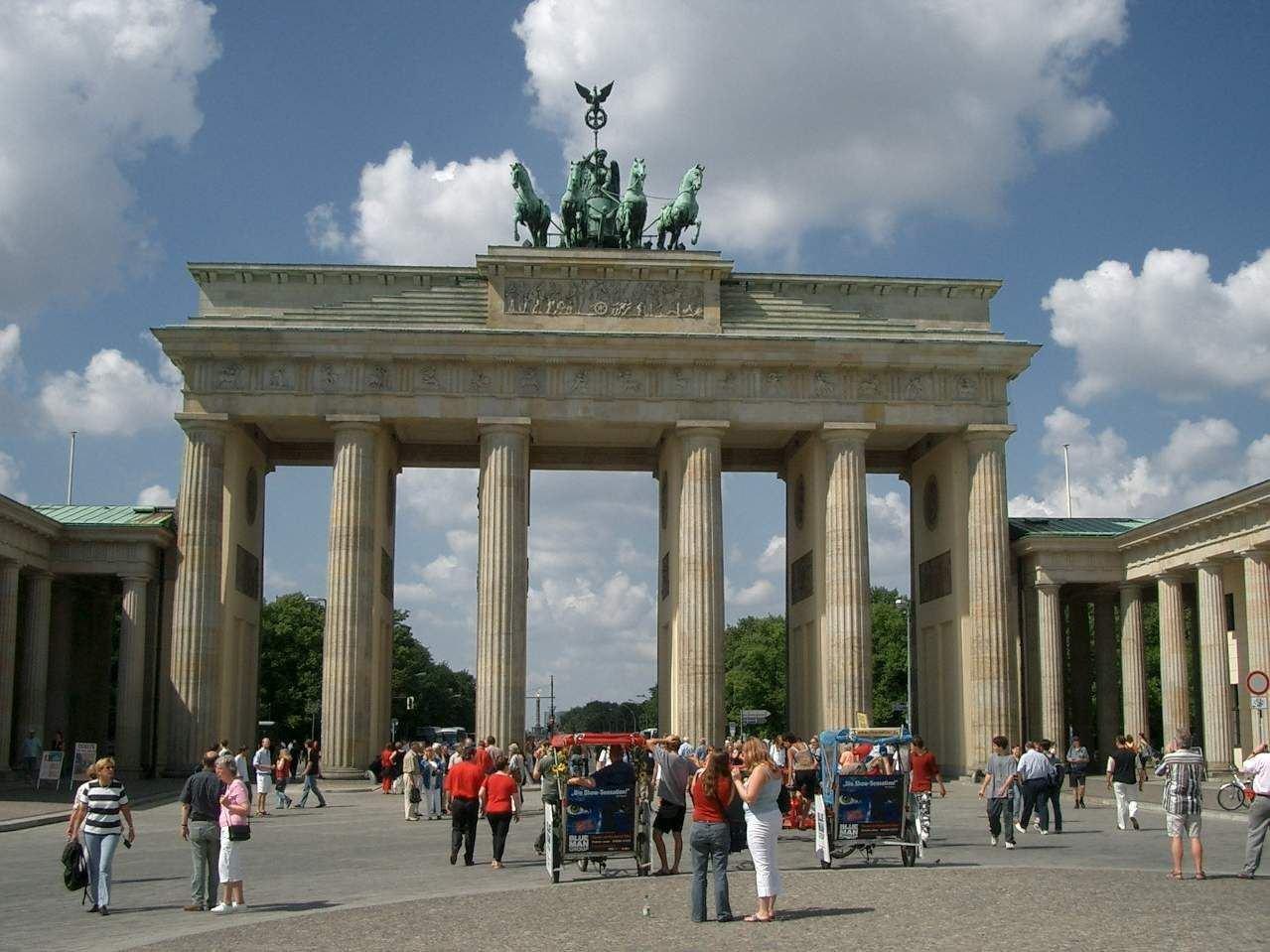 http://3.bp.blogspot.com/_L9S4pWj4sfU/S7OLjDqNiZI/AAAAAAAAAJw/vOryhsVeqi8/s1600/berlin.jpg