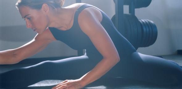 mujer estirando