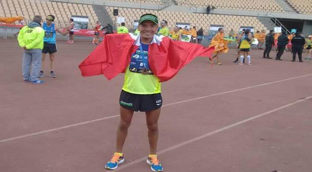 Efrain Sotacuro festeja su clasificación a la maratón de los Juegos Paralímpicos Rio 2016 tras hacer la marca en Sevilla (Foto: Perfil en Facebook)