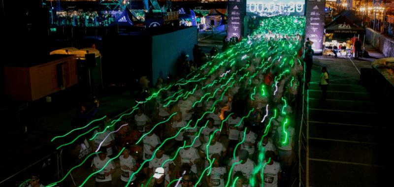 3.500 corredores iluminaron el cielo de Lima